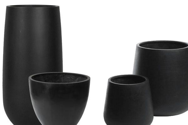 sorte krukker i fiberstone